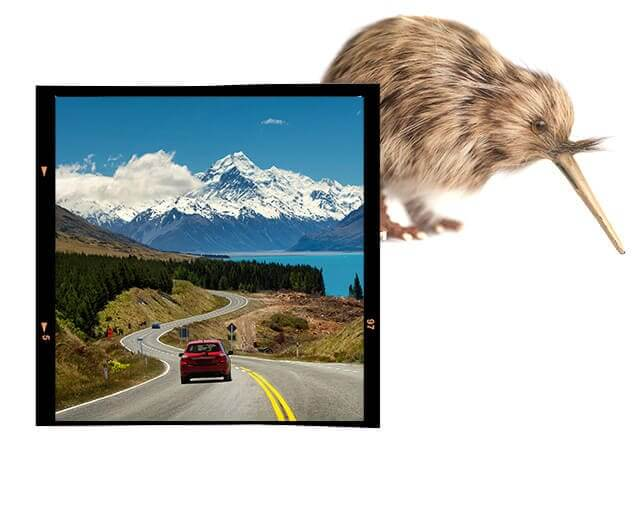 Carro indo em direção as montanhas de gelo da Nova Zelândia