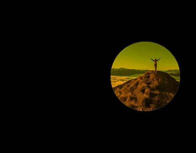 Estudante de intercâmbio em cima de uma montanha na Nova Zelândia